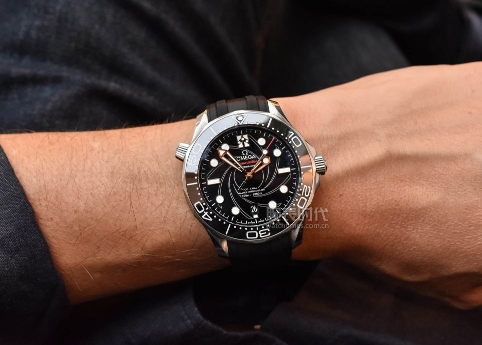 Omega-Seamaster-Diver-300M-Bond-On-Her-Majestys-Secret-Service-50th-Anniversary-210.22.42.20.01.004-Review-4