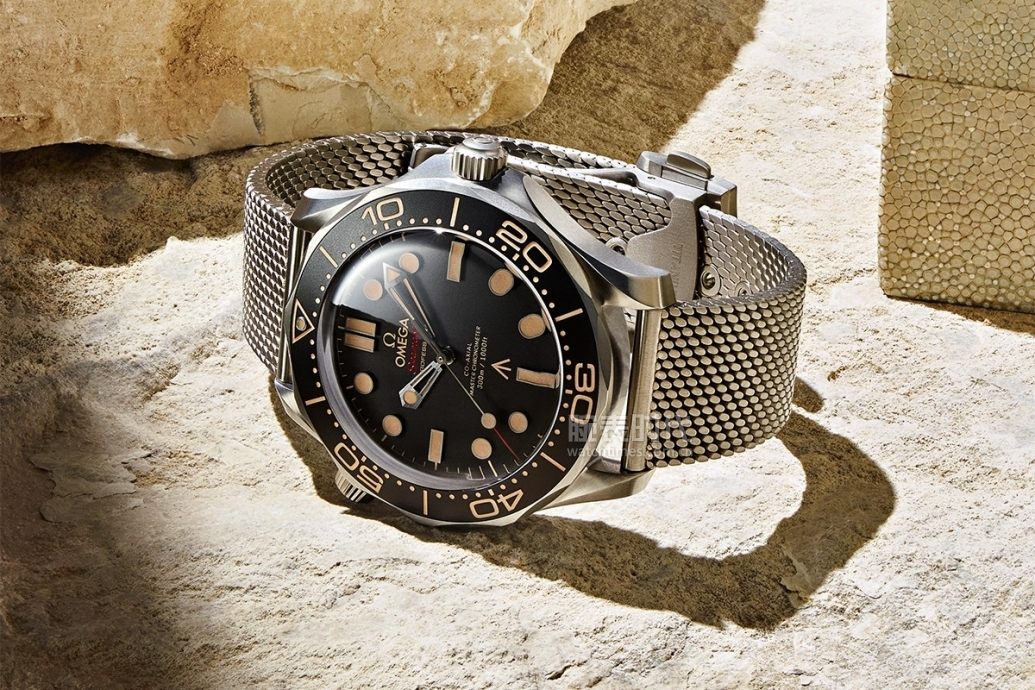 https_%2F%2Fhypebeast.com%2Fimage%2F2019%2F12%2Fomega-seamaster-diver-300m-no-time-to-die-007-edition-release-2